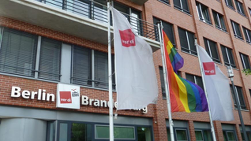 Regenbogenflagge Landesbezirk Berlin Brandenburg