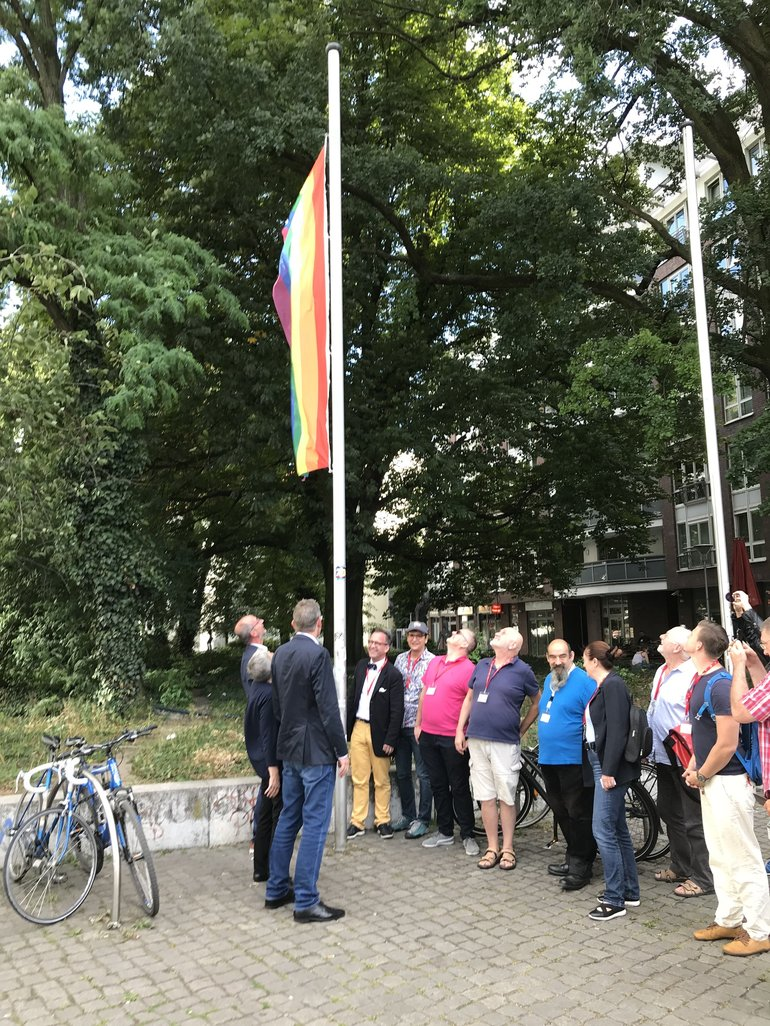 DGB - Hissen der Regenbogenflagge 2018